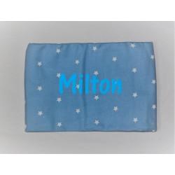 Kids Concept blå tæppe med stjerner og navn på