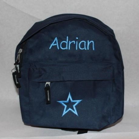 Mørkeblå drengetaske med navn på. Flot personlig taske som også kan bruges som taske til en pige.