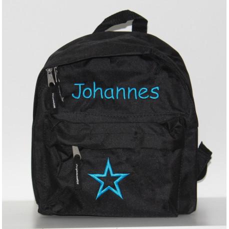 Sort børne taske med navn på.  God mini rygsæk til børnehaven.